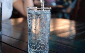 Nadmiar wody w organizmie – objawy i przyczyny
