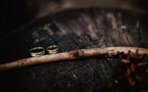 Obrączki ślubne – obalamy 5 popularnych mitów dotyczących tej biżuterii